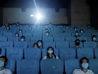Vuelven los cines y los teatros: conocé el protocolo