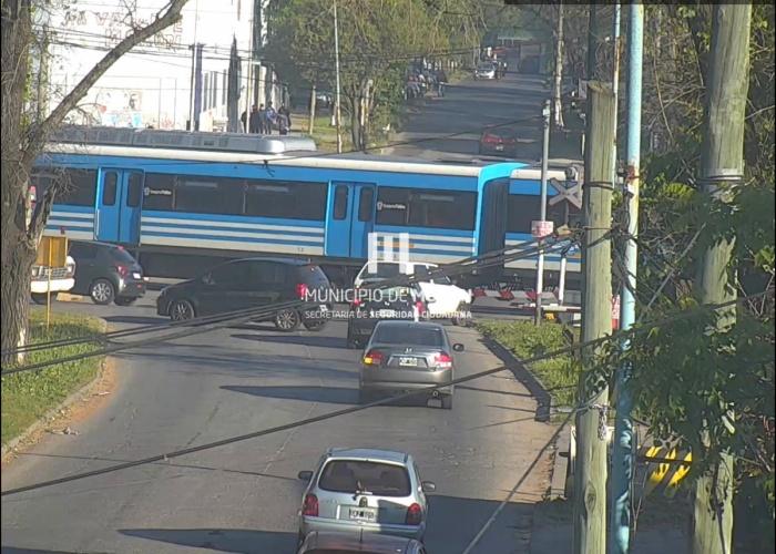 Morón: una niña de 15 años se arrojó a las vías del Tren Sarmiento
