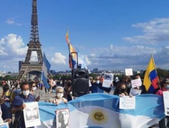 Argentinos en Paris protestaron contra la presencia de Macri